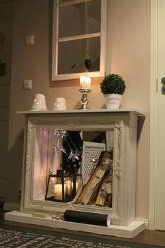 """DIY sisustustakka. Jyskin peilin ja irrotettujen kehysten väliin jämäpuusta """"kehykset"""", joilla saadaan sisustustakkamainen rakennelma. Idea Kolmen tähden koti - blogista!"""