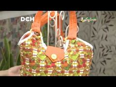 Bolso con argollas Youtube, Sewing Projects, Flower, Scrappy Quilts, Treats, Sweet Treats, Sewing Tutorials, Coin Purses, Decorations