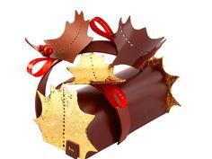 Bûche féérique, La Maison du chocolat : Mousse sabayon au chocolat Madagascar, crémeux passion, mangue, orange, jus de fruit de la passion, d'orange et de citron vert, vanille des Comores, bouton de cannelier, biscuit sacher au chocolat, praliné mendiant aux fruits croquants. Décor de feuilles de houx en chocolat noir, vernies ou recouvertes d'or 23 carats.  Le prix: 95 euros pour 6/8 personnes.