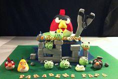 Bolo Decorado Angry Birds Delicioso bolo de Laranja com recheio de ganache de chocolate. Decorações em açúcar. Inteiramente comestível.