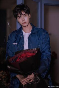 HuYiTian's Weibo update! Happy Valentine's Day ❤️❤️❤️ Cute Actors, Handsome Actors, Handsome Boys, Cha Eun Woo, Dramas, China Movie, Chines Drama, A Love So Beautiful, Daddy Long