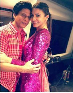 Ufff their smile Shah Rukh Khan ( and Anushka Sharma ( from the trailer of Zero. Bollywood Stars, Bollywood Gossip, Bollywood Fashion, Bollywood Actress, Shah Rukh Khan Movies, Shahrukh Khan, Star Wars, Anushka Sharma, Sherwani