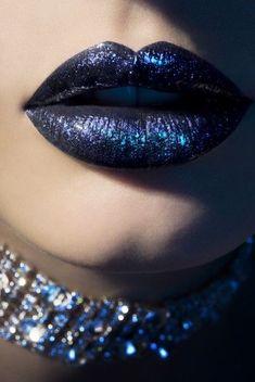 blue velvet lipstick (looks black and glittery to me) Glitter Azul, Glitter Lips, Blue Glitter, Glitter Fabric, Glitter Shoes, Metallic Blue, Glitter Bomb, Velvet Lipstick, Lipstick Art