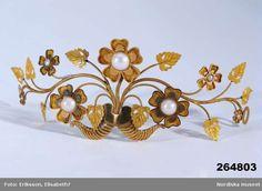 Diadem in gold, pearls. Date: 1820. Ystad, Skåne, Sweden. http://smyckessamlingen.nordiskamuseet.se/S-NM/NM.0264803?owner_filter=S-NM=S%C3%B6k=diadem=37=5_context=1