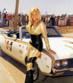 Vintage racing photos from and NASCAR, Formula 1 and others. See these glory days of NASCAR images and feel the nostalgia! Betty Brosmer, Colleen Camp, Catherine Bach, Car Show Girls, Car Girls, Charlotte Rampling, Ann Margret, Catherine Deneuve, Carrie Fisher