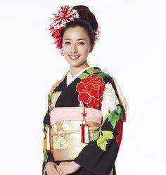 Hatsuko Endo Kimono style 黒引き振袖(黒地富貴牡丹/Kuroji-fuuki-botan) ハツコ エンドウ ウェディングス銀座店(きもの) 03-3561-3301 #hatsukoendo#wedding#kimono#japan#traditional #japanesestyle #wedding#hair #makeup#ginza#ハツコエンドウ#ウェディング#きもの#花嫁#伝統#黒引き振袖 #銀座#style#ヘアメイク#アレンジ#flower #プレ花嫁 #beauty#アップスタイル Japanese Hairstyle, Fashion Backpack, Hair Makeup, Instagram Posts, Wedding, Valentines Day Weddings, Japanese Hairstyles, Party Hairstyles, Weddings
