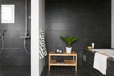 Bathroom Remodel On A Budget Rustic Bathroom Design Tool, Best Bathroom Designs, Diy Bathroom Decor, Bathroom Styling, Bathroom Interior, Bathroom Ideas, Bathroom Pics, Bathroom Cabinets, Inexpensive Bathroom Remodel