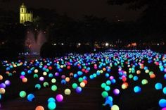 Put glow sticks in balloons. Cute idea for neon party