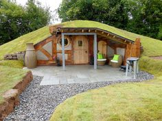 Casa Dos Hobbits, Earth Sheltered Homes, Earthship Home, Underground Homes, Earth Homes, Natural Building, Green Building, Tiny House Design, Cabin Homes