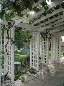 The pergola kits are the easiest and quickest way to build a garden pergola. There are lots of do it yourself pergola kits available to you so that anyone could easily put them together to construct a new structure at their backyard. Diy Pergola, Building A Pergola, Pergola Canopy, Metal Pergola, Pergola With Roof, Outdoor Pergola, Pergola Lighting, Cheap Pergola, Wooden Pergola