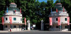 Seis planes ideales para que los niños se lo pasen bomba en en Portugal | via Hola Viajes | 23/05/2017 Desde pasar un sábado salvaje con los animales en Lisboa a navegar en un rabelo por el Duero, ver delfines en el estuario del Sado o montar en calesa por los jardines palaciegos de Sintra. Propuestas para tener entretenidos a tus hijos durante una escapada muy cercana. #Portugal Photo: zoo-lisboa-Entrada-principal-portugala-