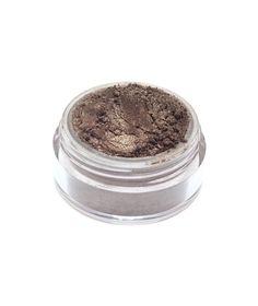 Ombretto minerale color marrone medio con riflessi argento. La scelta di classe per un trucco elegante e veloce.