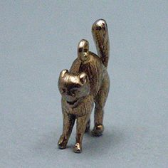 14k gold vintage SCARY HALLOWEEN CAT charm