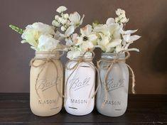 Distressed Mason Jars, Rustic Mason Jars, Painted Mason Jars, Chalk Paint Mason Jars, Vintage Mason Jars, Mason Jar Crafts, Mason Jar Diy, Quart Mason Jars, Mason Jar Flowers