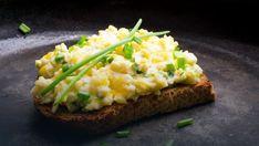 Pasta jajeczna - szybki przepis na pyszny dodatek do chleba - Onet Gotowanie Egg Salad Sandwiches, Tomato Sandwich, Sandwich Spread, Veggie Recipes, Salad Recipes, Homemade Sandwich, Perfect Eggs, Soft Boiled Eggs, Dried Tomatoes
