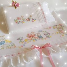 Sewing Art, Baby Sewing, Sewing Crafts, Baby Sheets, Baby Bedding Sets, Baby Embroidery, Cross Stitch Embroidery, Baby Bonnets, Sewing Patterns For Kids