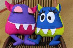 more monster inspiration Sock Monster, Monster Dolls, Monster Crafts, Monster Birthday Parties, Ugly Dolls, Pillow Inspiration, Tooth Fairy Pillow, Sewing Toys, Kids Bags