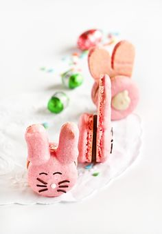 DIY Easter Bunny Macarons ...So Pink and so CUTE!!! I love them!