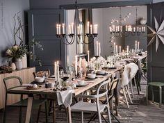 Nu kan vi se fram emot många stämningsfulla stunder med nära, ganska nära, och kära! Julen innebär att vi blir fler runt bordet och i soffan än vanligt, därför kan det vara bra att vara lite extra förberedd. YPPERLIG bord, YPPERLIG karmstol, VÄSSAD klappstol, VÄSSAD ljuskrona.