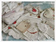 Jenny of ELEFANTZ: Ideas for using vintage linens.You can find Vintage linen and more on our website.Jenny of ELEFANTZ: Ideas for using vintage linens. Vintage Textiles, Vintage Quilts, Cama Vintage, Vintage Linen, Upcycled Vintage, Repurposed, Vintage Embroidery, Embroidery Patterns, Embroidery Thread