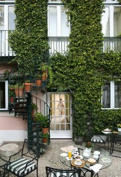 Garden and coffe terrace - Hotel As Janelas Verdes, Lisbon, Portugal Lisbon Restaurant, Lisbon Hotel, Garden Living, Home And Garden, Terrace Hotel, Bougainvillea, Places Around The World, Hotels And Resorts, Outdoor Spaces
