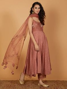 Ethnic Outfits, Ethnic Dress, Indian Ethnic Wear, Indian Outfits, Emo Outfits, Salwar Kameez, Churidar, Anarkali, Indian Designer Outfits