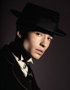 ezra miller as credence barebone Credence Fantastic Beasts, Fantastic Beasts Movie, Fantastic Beasts And Where, Gellert Grindelwald, Harry Potter Universal, Memes, Beautiful Creatures, Actors, Animals