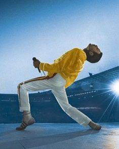 "Historia destacada ""Freddie Mercury"" Queen Freddie Mercury, Freddie Mercury Tattoo, John Deacon, Fred Mercury, Bryan May, Freddie Mercuri, Benfica Wallpaper, Historia Do Rock, Queens Wallpaper"