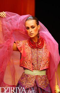 Le défilé Haute-Couture de Yasmina Chelali à Paris en 2004 - album photo
