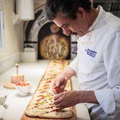 ¿Quién le iba a decir a cualquier celíaco que podría hacer una pizza cien por cien sin gluten en la cocina de su casa? No necesitas ser un chef italiano, ni un experto en alimentac