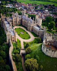 Arundel Castle is a restored medieval castle and stately home in Arundel, West Sussex, England. Beautiful Castles, Beautiful Buildings, Beautiful Places, Chateau Moyen Age, Places To Travel, Places To Go, Travel Destinations, Vacation Travel, Mansion Homes