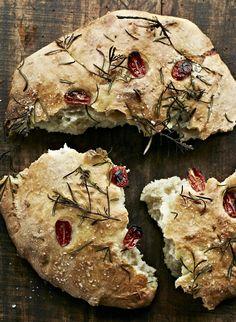 Italiensk madbrød med havsalt Tapas Recipes, Wine Recipes, Italian Recipes, Baking Recipes, Bread Recipes, Bread Winners, Best Bread Recipe, Good Food, Yummy Food