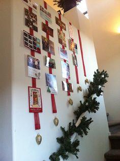 creative christmas card displays 616 DIY Christmas Card Holder Ideas - How to Di Diy Christmas Balls, Christmas Stairs Decorations, Noel Christmas, Christmas 2017, Christmas Greetings, Winter Christmas, Christmas Countdown, Christmas Ideas, Christmas Card Display
