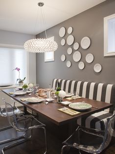 Checkout our collection of 20 Beautiful Wall Decor Ideas Using Decorative Plates while renovating the house and looking for some awesome and new ideas