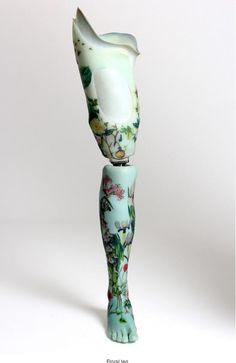 """The """"Alternative Limb Project"""" was born in the mind of the designer Sophie de Oliveira Barata, who had the idea to reconsider the approach of prosthetics, using the regard of art and design, as objects that is shown, not that we try to hide. Orthotics And Prosthetics, 3d Art, Prosthetic Leg, 3d Prints, Female Art, Concept Art, Character Design, Character Aesthetic, Alternative"""