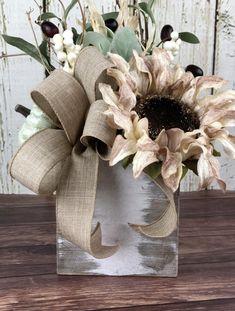 Sunflower Floral Arrangements, Sunflower Centerpieces, Fall Arrangements, Pumpkin Centerpieces, Thanksgiving Centerpieces, Thanksgiving Table, Porch Table, Fall Table, Fall Home Decor