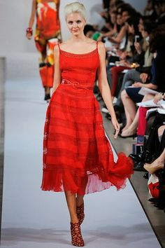 Celebrities who wear, use, or own Oscar De La Renta Resort 2013 Red Stripe Dress. Also discover the movies, TV shows, and events associated with Oscar De La Renta Resort 2013 Red Stripe Dress. Red Fashion, Fashion Show, Fashion Design, Ladies Fashion, Runway Fashion, High Fashion Dresses, Short Dresses, Fashion Clothes, Fashion Outfits