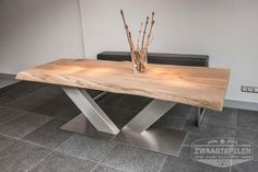 nl love the design of this wood and metal frame table Live Edge Furniture, Timber Furniture, Custom Furniture, Wood Table Design, Esstisch Design, Woodworking Furniture Plans, Wood Slab, Deco Table, Wooden Tables