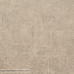 Papel Pintado Curiosity CRY_6544_11_89, papel con pequeños escritos a mano alzada difuminados sobre un fondo marrón y letras plata en diferentes direcciones.