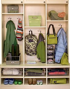 Like the idea of sitting space, spot for shoes, coat, bags, and baskets for small items up top. Home Organisation, Organization, Entry Way Lockers, Front Closet, Sitting Room Decor, Laundry Room Remodel, Fashion Room, Inspired Homes, Mudroom