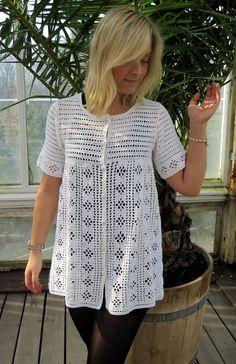 Discover thousands of images about GREITZAN: Vit virkad spetskofta. Gilet Crochet, Crochet Vest Pattern, Tunic Pattern, Crochet Jacket, Crochet Cardigan, Crochet Stitches, Crochet Patterns, Mode Crochet, Diy Crochet