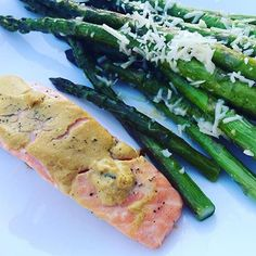 www.sizzlefish.com  Mustard coated SizzleFish Salmon + Parmesan asparagus + a grill = no dishes to clean up! Now that's a win @ourloveonabudget :raised_hands:
