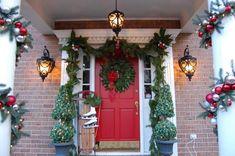 27 Perfect Outdoor Christmas Decorating Ideas Garland #ChristmasDecorating
