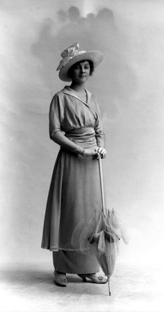 1910- Women started wearing tube like dresses. social cultural and a bit of technology, women started to wear what they wanted to