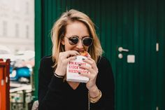 The fact that I am in love with food is nothing new. We all love ice cream and we all love breakfast. In fact, we even told you about our food secrets in cities like Stockholm or Amsterdam. Gin Cheesecake, Burger Places, After Work Drinks, Love Ice Cream, Good Burger, Gin And Tonic, Mom Blogs, Vienna