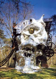 """Le """"Cyclop"""" de Jean Tinguely et Niki de Saint Phalle"""