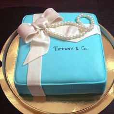 Yes please! ❤️ #tiffanyandco #cake #dessert #sweet #yummy #love #Padgram