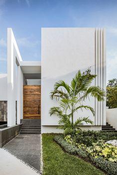 Modern Home Design Ideas ~ 700 m² Combination of comfort and unusual interior ~ Art Facade Minimal Architecture, Modern Architecture House, Facade Architecture, Modern House Facades, Modern House Design, Modern Minimalist House, Facade Design, House Exterior Design, Interior Design