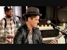 Bruno Mars - The Lazy Song (live) [HD]