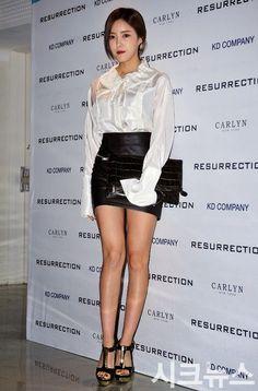 "효민孝敏Hyomin◕‿◕✿出席2015 S/S 首爾時裝週(Seoul Fashion Week)""레쥬렉션(RESURRECTION""時裝秀"